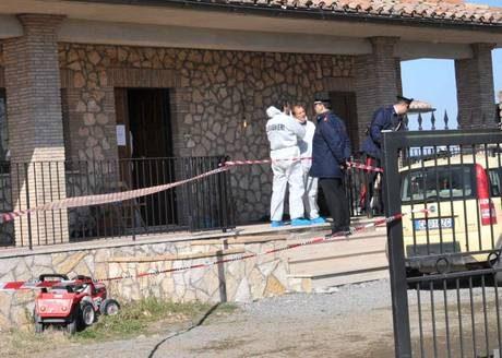 Uccide moglie e figlio di quattro anni e si suicida