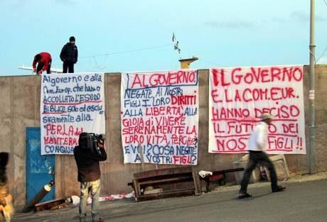 Lampedusa, arrivata nave San Marco
