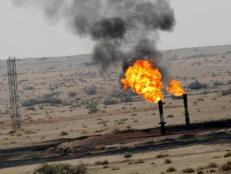 Libia, bombe sui pozzi lanciate da forze raìs