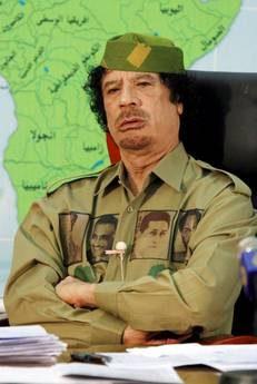 Gheddafi invia emissari, aerei al Cairo e Bruxelles