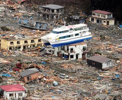 Giappone, nuova scossa, no rischio tsunami. Fukushima, ancora una esplosione e incendio