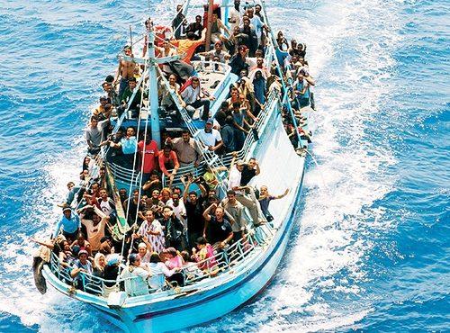 Immigrazione: naufragio barcone, si cercano due dispersi in Canale Sicilia