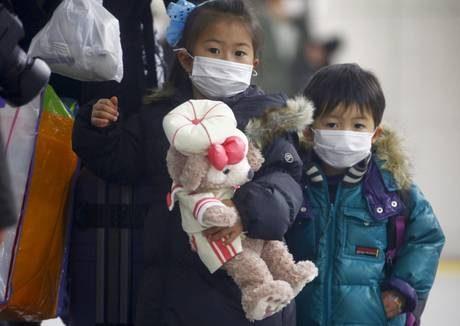 Giappone, esplosioni e incendi a Fukushima. L'imperatore Akihito: 'Grande tristezza'