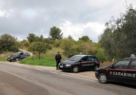 Carabinieri aggrediti, condizioni stabili
