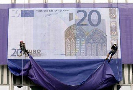 Euro compie 10 anni, compleanno amaro
