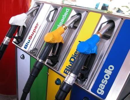Benzina: fiammata prezzi, sfiora 1,74 euro