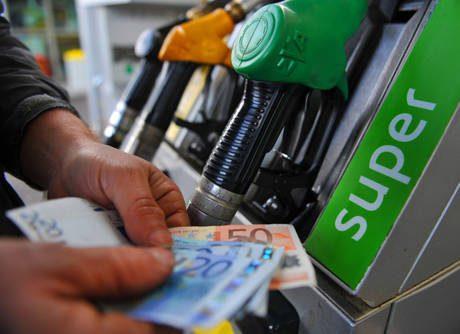 Benzina senza freni Verde oltre 1,750 euro/l
