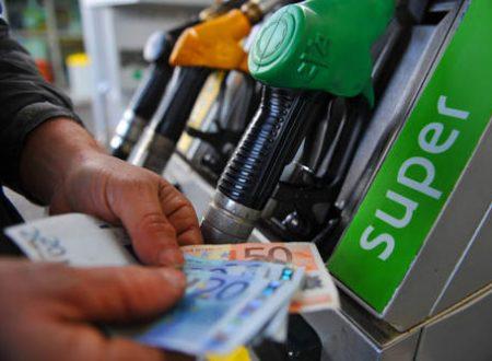Benzina, prezzi da record, verde sfonda 1,8 euro
