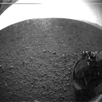 Curiosity e' gia' al lavoro, a caccia di tracce di vita