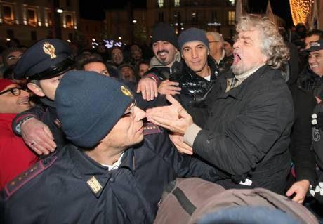 Grillo: con Cav, Bersani e Fini suicidio assistito