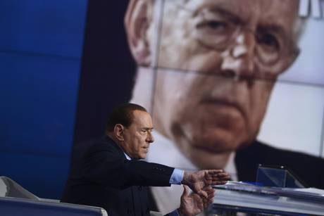 Pdl chiede rinviare voto. Berlusconi: 'Punto al 40%'
