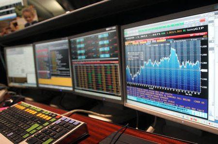 Borsa di Milano crolla dopo elezioni, raffica di sospensioni