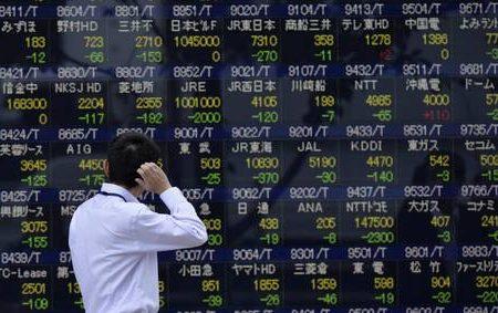 Tokyo chiude a -3,83% Spread Btp/bund apre a 257 punti