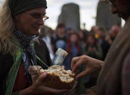 In ventimila per l'alba di Stonehenge