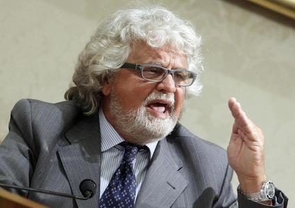 Grillo: Se salva Cav, meglio Napolitano out
