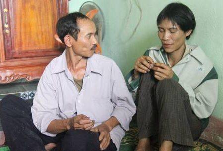 Vietnam: padre e figlio ritrovati dopo 40 anni nella giungla