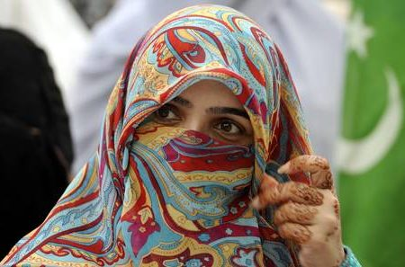 Imam India vietano foto Facebook a donne